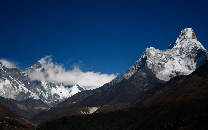 Ama Dablam on the right, with Everest on the background